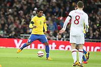 LONDRES, INGLATERRA, 06 DE FEVEREIRO 2013 - AMISOTOSO INGLATERRA X BRASIL Paulinho do Brasil em partida amistosa entre Inglaterra x Brasil realizada no Estádio de Wembley, em Londres, Inglaterra, nesta quarta-feira. FOTO: GUILHERME ALMEIDA - BRAZIL PHOTO PRESS..