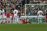 05.08.2017, Weserstadion, Bremen, GER, FSP, SV Werder Bremen (GER) vs FC Valencia (ESP)<br /> <br /> im Bild<br /> Dani Parejo (Valencia #10) (nicht im Bild), trifft per Freistoss zum 0:1 gegen Jiri Pavlenka (Werder Bremen #1), <br /> <br /> Foto © nordphoto / Ewert