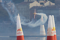 0708193904a Red Bull Air Race international air show qualifying runs over the river Danube, Budapest preceding the anniversary of Hungarian state foundation. Hungary. Sunday, 19. August 2007. ATTILA VOLGYI