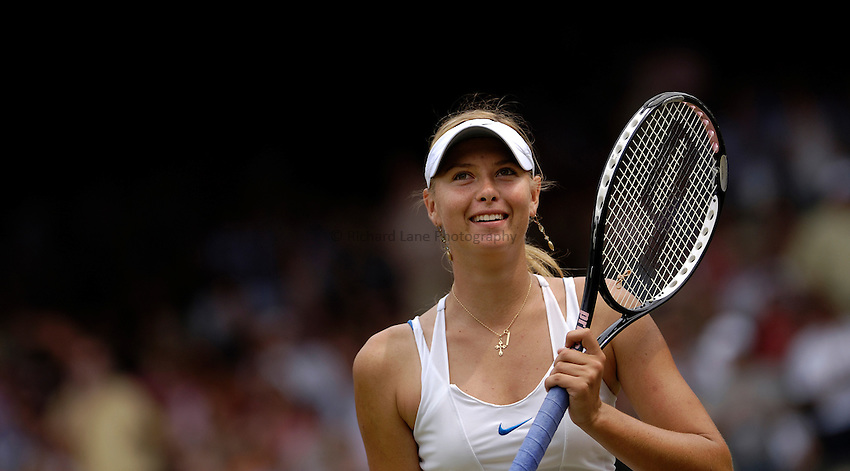 Photo: Simon de Trey-White..Wimbledon Championships. 04/07/2006..Maria Sharapova of Russia.