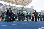 10.09.2017, Olympiastadion, Berlin, GER, 1.FBL, Hertha BSC vs SV Werder Bremen<br /> <br /> im Bild<br /> Polizei / Polizisten sichern und filmen den G&auml;stefanblock, zuvor hatten Ultras von Werder Bremen bengalische Feuer gez&uuml;ndet, <br /> <br /> Foto &copy; nordphoto / Ewert