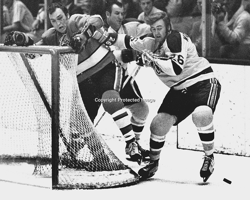 Seal Tom Williams battles with Pittsburg Penguin Dunc McCallum (1971 photo/Ron Riesterer)