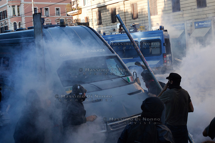 "Roma: scontri tra manifestanti violenti e polizia durante il corteo organizzato dagli indignati. ""Occupy Wall Street"" è stata organizzata in 951 città di 82 Paesi per protestare contro la crisi economica mondiale...Rome: a protestor assalt the police van during the demonstration ""Occupy Wall Street"""