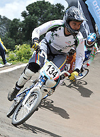 BOGOTA – COLOMBIA – 29-06-2013: Competencias de la VI Valida Nacional de BMX en Bogota, junio 29 de 2013. Se realiza en la Unidad Deportiva de El Salitre en la Pista Mario Soto la VI Y VII validas nacionales del Torneo de BMX, con la participación de mas quinientos deportistas de las diferentes ligas del país, selectivo y preparatorio al Campeonato Mundial UCI BMX con sede en Nueva Zelandia (Foto: VizzorImage / Luis Ramirez / Staff). Powers of the VI of the National BMX in Bogota, June 29, 2013. in Sports Unit El Salitre, on Track Mario Soto la VI and VII valid BMX National Tournament, with the participation of over five hundred athletes from the different leagues in the country, selective and preparatory to UCI BMX World Championships based in New Zealand. (Photo: VizzorImage / Luis Ramirez / Staff)