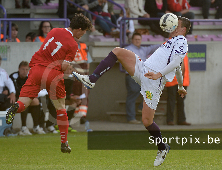 SW Harelbeke - KV Kortrijk : Timothy Van De Wouwer (r) in duel met Gertjan De Mets (links)<br /> foto VDB / BART VANDENBROUCKE