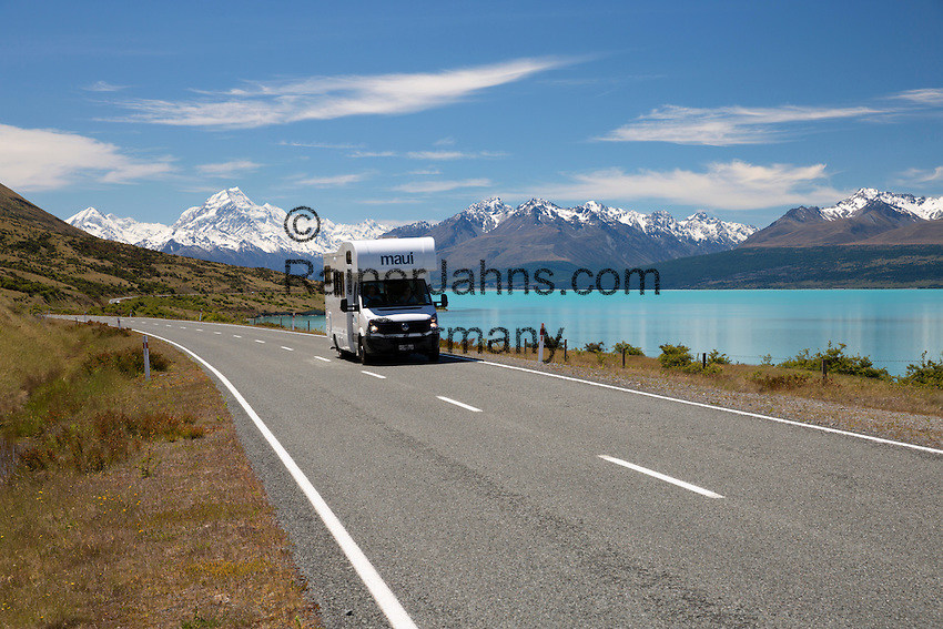 New Zealand, South Island, Canterbury region, Mount Cook National Park: Mount Cook and Lake Pukaki with campervan on Mount Cook Road | Neuseeland, Suedinsel, Region Canterbury, Mount Cook National Park: Mount Cook und Lake Pukaki, Wohnmobil auf der Mount Cook Road