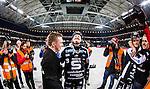 Solna 2014-03-16 Bandy SM-final herrar Sandvikens AIK - V&auml;ster&aring;s SK :  <br /> Sandvikens Magnus Muhr&eacute;n Muhren reagerar efter slutsignalen omgiven av fotografer<br /> (Foto: Kenta J&ouml;nsson) Nyckelord:  SM SM-final final herr herrar VSK V&auml;ster&aring;s SAIK Sandviken  jubel gl&auml;dje lycka glad happy