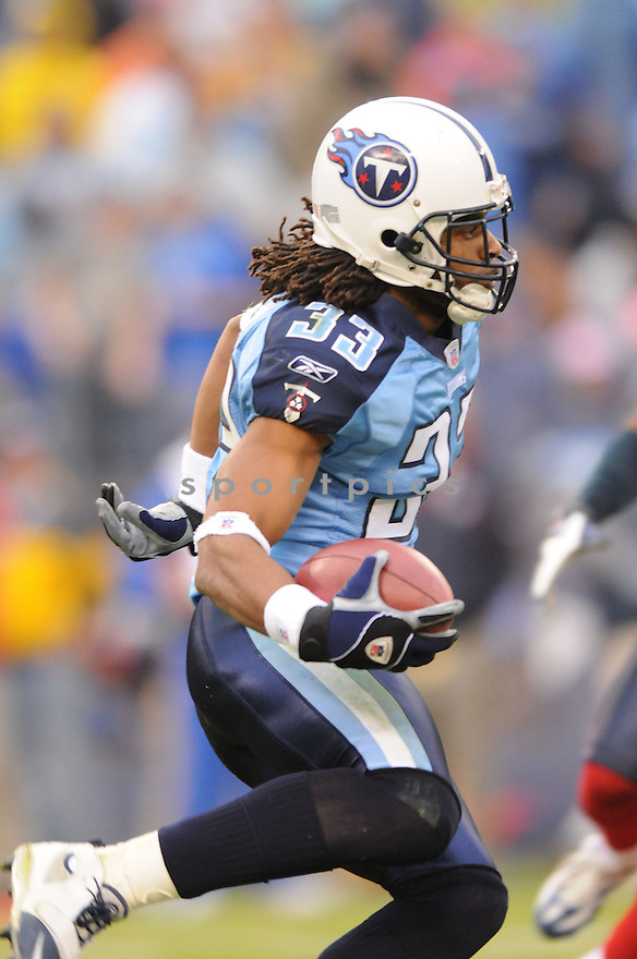 MICHAEL GRIFFIN, of the Tennessee Titans  in action during the Titans game against the Houston Titans on December 2, 2007 in Nashville, Tennessee...TITANS  win 28-20..SportPics