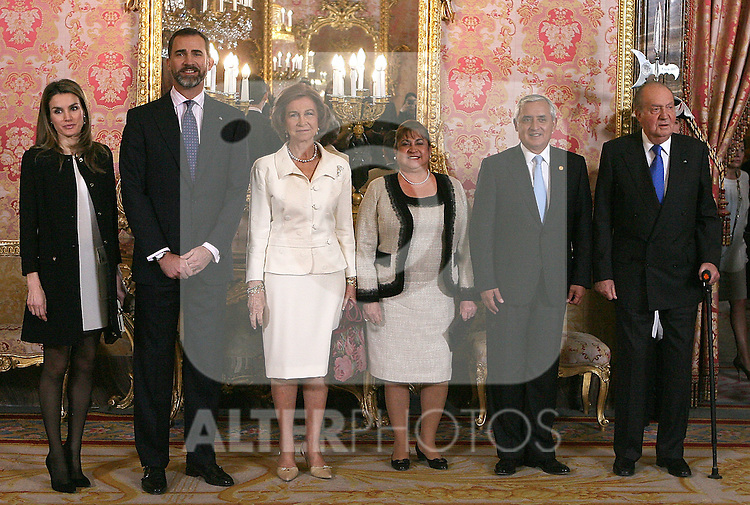 Spain's Princess Letizia, crown Prince Felipe, Queen Sofia, King Juan Carlos I, Guatemala's president Otto Martinez and first Lady Rosa Leal during audiences. February 13, 2013. (ALTERPHOTOS/Alvaro Hernandez)