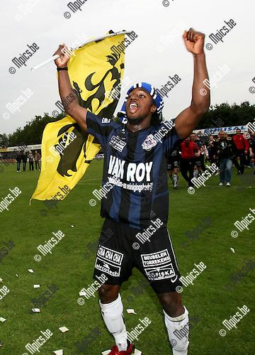 2007-05-13 / FC Dender kampioen in tweede nationale: Stanley Aborah viert uitbundig