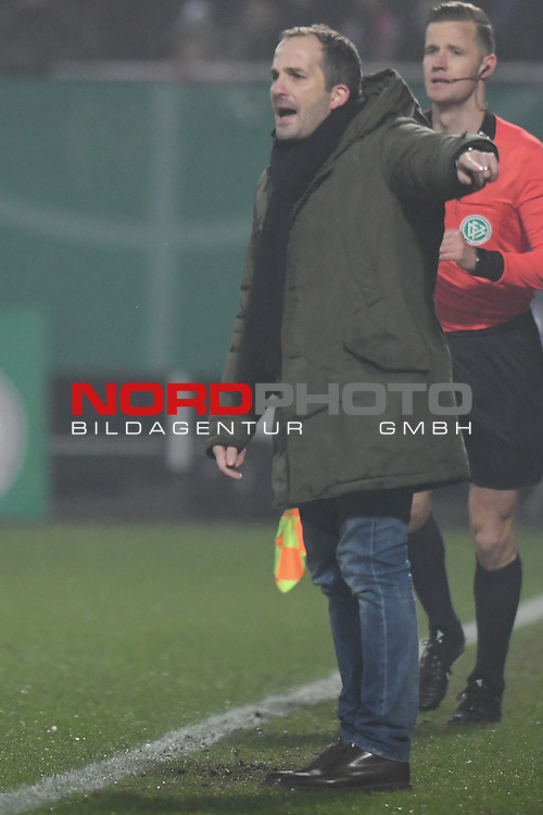 06.02.2019,  GER; DFB Pokal, Holstein Kiel vs FC Augsburg ,DFL REGULATIONS PROHIBIT ANY USE OF PHOTOGRAPHS AS IMAGE SEQUENCES AND/OR QUASI-VIDEO, im Bild Trainer Tim Walter (Kiel) Foto © nordphoto / Witke *** Local Caption ***