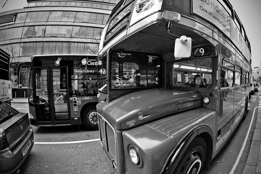 Londyn 2009-03-06. Londyński autobus