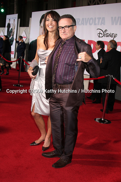 Susan Schneider & Robin Williams.arriving at the Old Dogs World Premiere.El Capitan Theater.Los Angeles,  CA.November 9, 2009.©2009 Kathy Hutchins / Hutchins Photo.