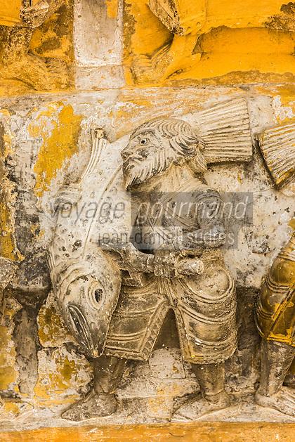 France, Pyrénées-Atlantiques (64), Béarn, Oloron-Sainte-Marie, étape sur le chemin de Compostelle, portail roman de l'église Sainte-Marie du XIIe siècle, classée Patrimoine Mondial de l'UNESCO - scènes populaires de coutumes alimentaires - Pêcheurs de saumon // France, Pyrenees Atlantiques, Bearn, Oloron Sainte Marie, stop on el Camino de Santiago, Romanesque portal of Sainte Marie church of the 12th century, listed as World Heritage by UNESCO