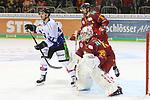 Straubings KaelMouillierat (Nr.21)  und Duesseldorfs Marco Nowak (Nr.8) vor dem Tor von Duesseldorfs Goalie Mathias Niederberger (Nr.35)  beim Spiel in der DEL, Duesseldorfer EG (rot) - Straubinger Tigers (weiss).<br /> <br /> Foto © PIX-Sportfotos *** Foto ist honorarpflichtig! *** Auf Anfrage in hoeherer Qualitaet/Aufloesung. Belegexemplar erbeten. Veroeffentlichung ausschliesslich fuer journalistisch-publizistische Zwecke. For editorial use only.