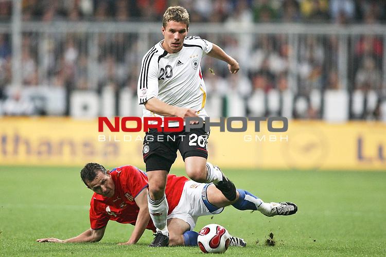 Qualifikation EM 2007 Gruppe: D - Deutschland (GER) vs. Tschechien (CZ). <br /> <br /> Lukas Podolski (Deutschland #20) gegen Tomas Galasek (Tschechien #4).<br /> <br /> Foto &copy; nph (  nordphoto  )<br /> <br /> <br /> <br />  *** Local Caption ***
