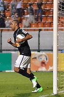 ATENÇÃO EDITOR: FOTO EMBARGADA PARA VEÍCULOS INTERNACIONAIS - SÃO PAULO, SP, 10 NOVEMBRO DE 2012 - CAMPEONATO BRASILEIRO - CORINTHIANS x CORITIBA: Deivid comemora gol durante partida Corinthians x Coritiba, válida pela 35ª rodada do Campeonato Brasileiro de 2012, em partida disputada no Estádio do Pacaembu em São Paulo. FOTO: LEVI BIANCO - BRAZIL PHOTO PRESS