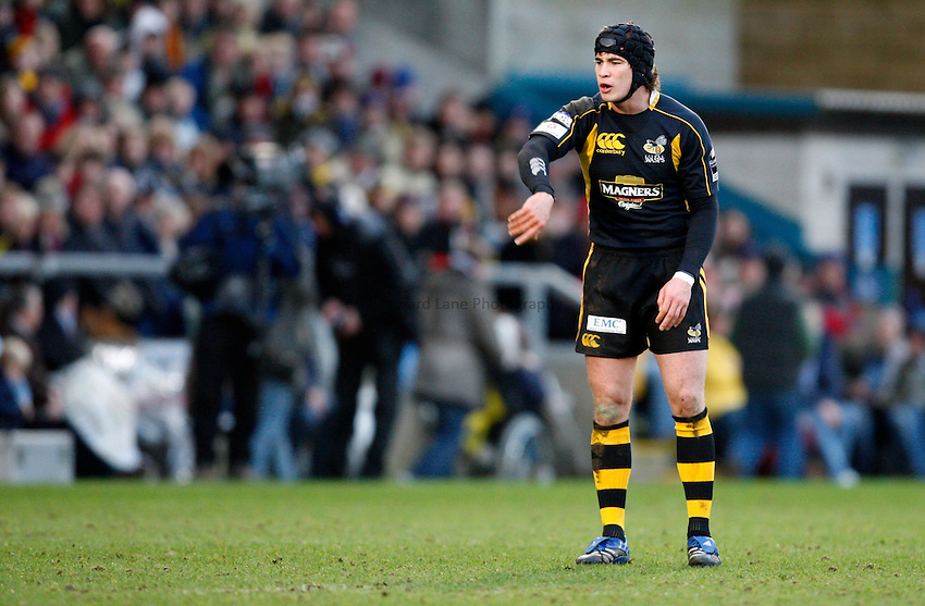 Photo: Richard Lane/Richard Lane Photography..London Wasps v Bath Rugby. Guinness Premiership. 29/12/2007. .Wasps' Danny Cipriani gives out the instructions.
