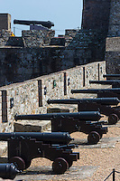Royaume-Uni, îles Anglo-Normandes, île de Guernesey, Saint Peter Port: <br /> Castle Cornet, les canons sur les remparts // United Kingdom, Channel Islands, Guernsey island, Saint Peter Port: <br /> Castle Cornet