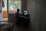 Igor Kleschyk arbeitet inoffiziell f&uuml;r ein polnisches Kinostudio als Designer in seiner Privatwohnung in Minsk. Er animiert Kinderillustrationen. Offiziell ist er arbeitslos und mu&szlig; vielleicht bald eine &quot;Arbeitslosen-Steuer&quot; bezahlen. //<br />Igor Kleshyk, designer and flash-animator, posses at his apartment.