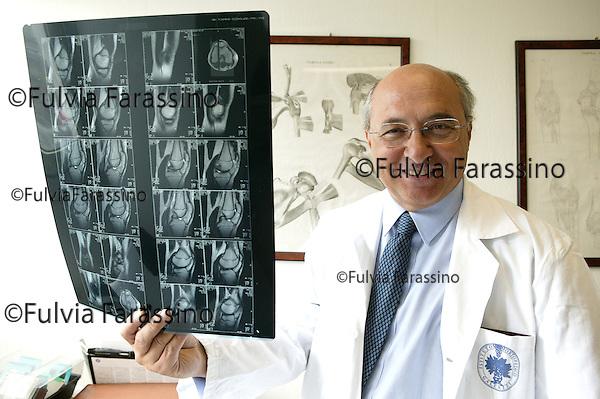 Primario della prima unità operativa di chirurgia del ginocchio dell\'Istituto ortopedico Galeazzi di Milano