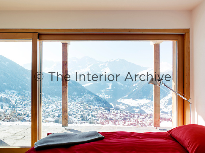 The ground floor has been designed with four guest bedrooms, all providing breathtaking mountain views