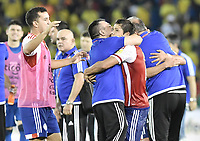 BARRANQUILLA - COLOMBIA - 05-10-2017:  Jugadores de Paraguay celebran después del partido entre Colombia y Paraguay de la fecha 17 para la clasificación a la Copa Mundial de la FIFA Rusia 2018 jugado en el estadio Metropolitano Roberto Melendez en Barranquilla. / Players of Paraguay celebrate after the match between Colombia and Paraguay of the date 17 for the qualifier to FIFA World Cup Russia 2018 played at Metropolitan stadium Roberto Melendez in Barranquilla. Photo: VizzorImage/ Gabriel Aponte / Staff