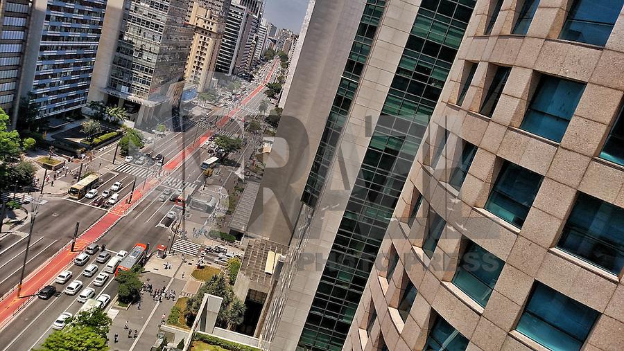 SÃO PAULO,SP, 08.10.2015 - AVENIDA-PAULISTA - Movimentação na avenida Paulista região centro-sul de São Paulo, nesta quinta-feira, 10. (Foto: Ayrton Virnola/Brazil Photo Press)