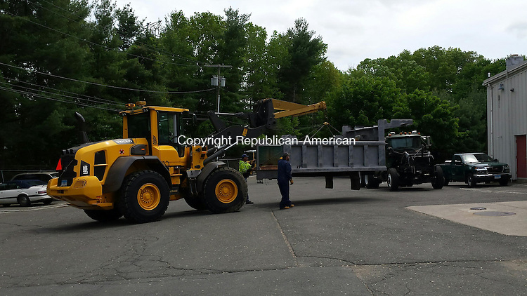 MIDDLEBURY, CT: 21 May 2015:052115BB01: MIDDLEBURY --- Jay Hamuka uses a payloader to lift the dump body of a plow truck the Public Works Department is refurbishing and Paul Prater and Marc Camputaro guide it into the garage Wednesday. Bill Bittar Republican-American