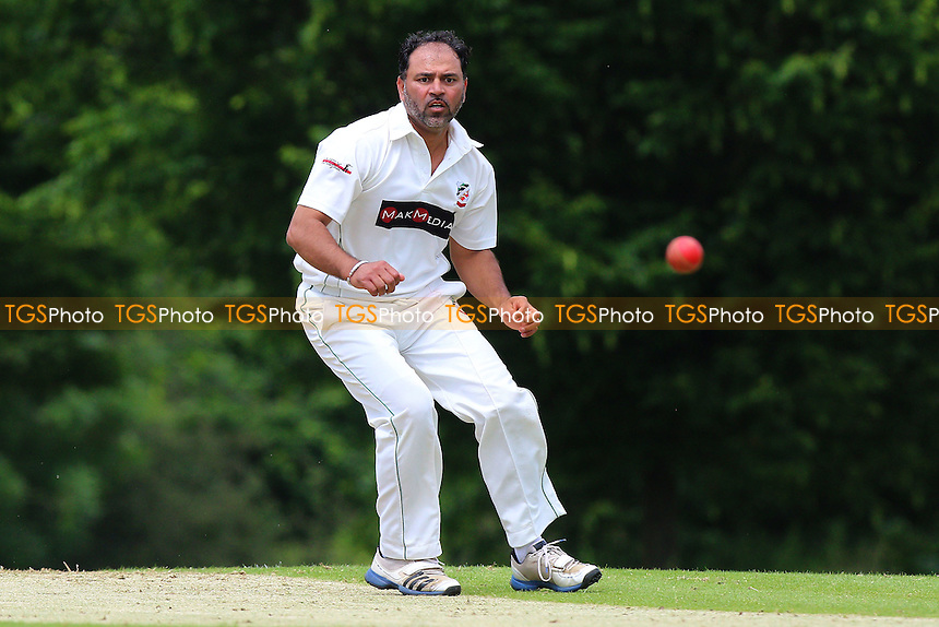 M Akhtar in bowling action for Ilford during Shenfield CC vs Ilford CC, Shepherd Neame Essex League Cricket at Chelmsford Road on 2nd July 2016