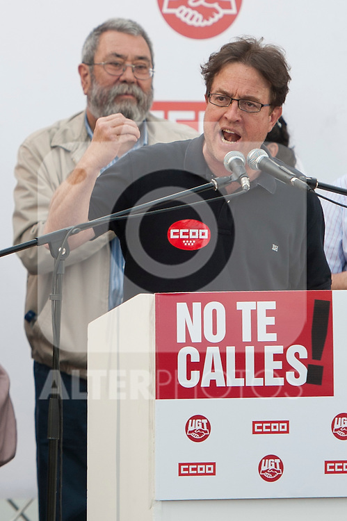 Expression of the Spanish trade unions against cuts and closures of public services.The secretary general of CC.OO Madrid, Javier Lopez (r) during the union rally after demonstration, in presence of Candido Mendez, Secretary general of UGT of Spain..(Alterphotos/Ricky)