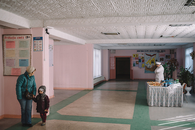 One of the schools of Chisinau that served as a voting station in  Chisinau, Republic of Moldova. / Präsidentenwahl in der Republik Moldau am 30.10.2016 in Chisinau