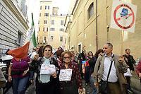 Roma, 17 Ottobre 2012.Manifestazione dei comitati cittadini contro l'ipotesi della discarica a Valle Galeria..I manifestanti attraversano il centro di Roma e fanno un Sit in al Pantheon e poi davanti a Montecitorio
