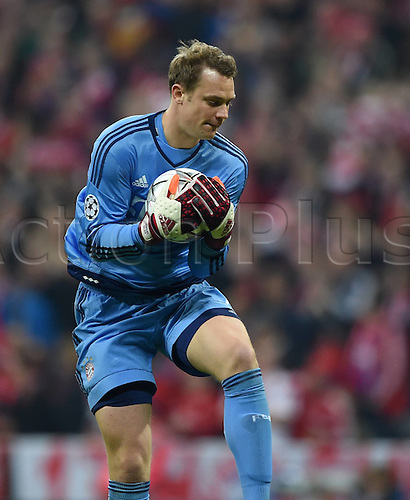 05.04.2016. Munich, Germany. UEFA Champions League FC Bavaria Munich versus Benfica Lisbon. Goalie Manuel Neuer (FC Bayern Munich) collects safely