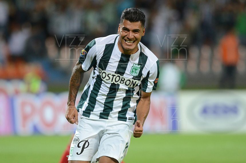 MEDELLÍN -COLOMBIA-05-08-2015: Jefferson Duque jugador de Atlético Nacional celebra el tercer gol anotado a Deportivo Pasto durante partido por la fecha 5 de la Liga Aguila II 2015 jugado en el estadio Atanasio Girardot de la ciudad de Medellín./ Jefferson Duque player of Atletico celebrates the third goal scored to Deportivo Pasto during the match for the  5th date of the Aguila League II 2015 at Atanasio Girardot stadium in Medellin city. Photo: VizzorImage/León Monsalve/ Cont