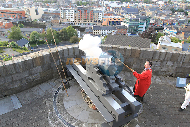 The election of the Mayor Paul Ball and Dept Mayor Linda Ball Woods in Millmount followed by the firing of the canon..Picture Fran Caffrey www.newsfile.ie