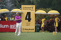 Lee Westwood (ENG) plays from the 4th having birdied the 3rd to lead the field by three shots during the Final Round of the 2014 Maybank Malaysian Open at the Kuala Lumpur Golf & Country Club, Kuala Lumpur, Malaysia. Picture:  David Lloyd / www.golffile.ie