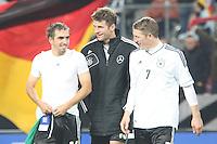 Philipp Lahm, Thomas Müller, Bastian Schweinsteiger feiern mit den Fans die WM-Qualifikation - WM Qualifikation 9. Spieltag Deutschland vs. Irland in Köln