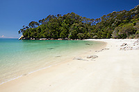 New Zealand, South Island, Nelson region, Abel Tasman National Park: Frenchman's Bay beach | Neuseeland, Suedinsel, Region Nelson: Frenchman's Bay Beach im Abel Tasman National Park