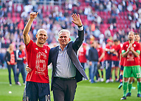 Trainer Cheftrainer Jupp HEYNCKES (FCB) Arjen ROBBEN, FCB 10  celebration <br /> FC AUGSBURG -  FC BAYERN MUENCHEN 1-4<br /> Football 1. Bundesliga , Augsburg,07.04.2018, 29. match day,  2017/2018, 1.Liga, 1.Bundesliga, <br />  *** Local Caption *** © pixathlon<br /> Contact: +49-40-22 63 02 60 , info@pixathlon.de