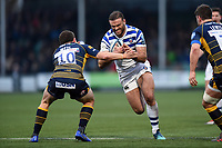 Jamie Roberts of Bath Rugby faces off against Duncan Weir of Worcester Warriors. Gallagher Premiership match, between Worcester Warriors and Bath Rugby on January 5, 2019 at Sixways Stadium in Worcester, England. Photo by: Patrick Khachfe / Onside Images