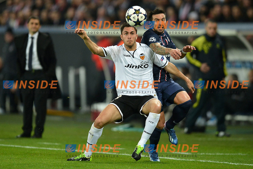 Ezequiel Lavezzi (psg) - Victor Ruiz (val) .Football Calcio 2012/2013.Champions League.Paris Saint Germain Vs Valencia .Foto Panoramic / Insidefoto .ITALY ONLY