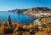 Spanien, Andalusien, Costa de Almeria, Naturpark Cabo de Gata-Níjar, Las Negras: Fischerdorf abseits vom Massentourismus | Spain, Andalusia, Costa de Almeria, Parque Natural de Cabo de Gata-Níjar, Las Negras: View over fishing village and bay