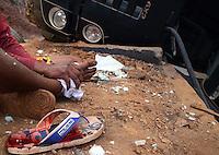 BRUMADINHO MG, 25 Julho 2013 - Um acidente com um caminhao carregado com cestas basicas que ia de BH a Pouso Alegre MG e perdeu o freio no trajeto, interrompu uma faixa da Rodovia Fernao Dias na altura do KM 526 na região de Brumadinho, MG nesta quinta  feira, 25.   (FOTO: ALAN MORICI / BRAZIL PHOTO PRESS).