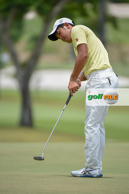 Takumi KANAYA (JPN) watches his putt on 11 during Rd 4 of the Asia-Pacific Amateur Championship, Sentosa Golf Club, Singapore. 10/7/2018.<br /> Picture: Golffile | Ken Murray<br /> <br /> <br /> All photo usage must carry mandatory copyright credit (© Golffile | Ken Murray)