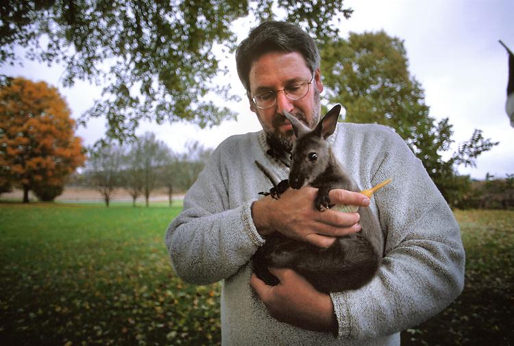 15678 Larry Rogers at Kangaroo IKS farm in Lancaster : Scanned Slides
