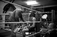 Roma  2006.Incontro  di boxe dilettanti alla Palestra Popolare San Lorenzo.Il maestro Italo Mattioli (Team Boxe Roma XI) all' angolo con un pugile.