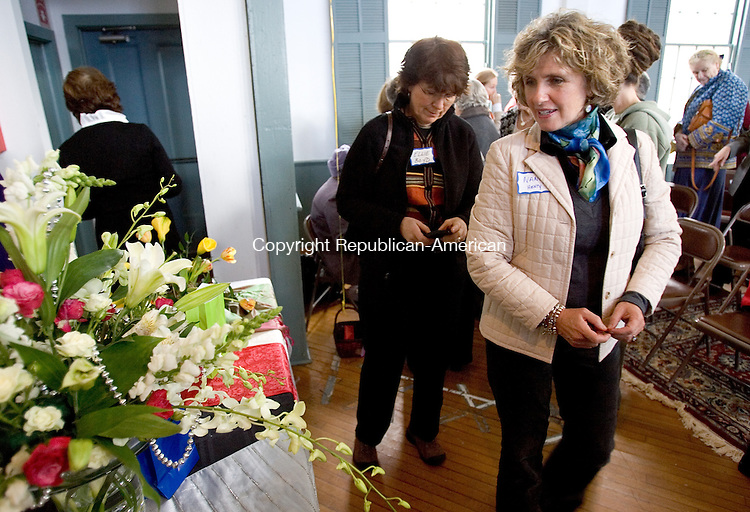 WOODBURY, CT. 09 November 2010-110910SV04--From left, Ellie Boyd and Nancy Henty both of Southbury check out the arrangements during the Pomperaug Valley Garden Club fundraiser held in the old Town Hall in Woodbury Tuesday.<br /> Steven Valenti Republican-American