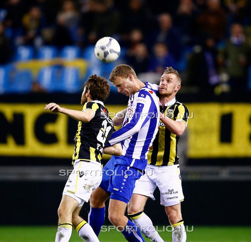 Nederland, Arnhem, 13 februari 2016<br /> Eredivisie<br /> Seizoen 2015-2016<br /> Vitesse-SC Heerenveen <br /> Henk Veerman van SC Heerenveen is ingesloten door Maikel van der Werff (r.) en Sheran Yeini (l.) van Vitesse.