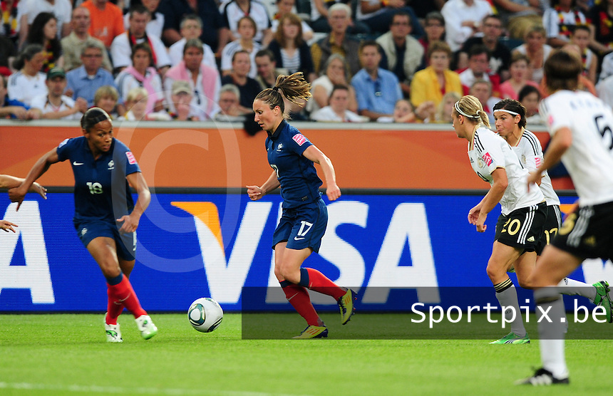 Fifa Women's World Cup Germany 2011 : France - Germany ( Frankrijk - Duitsland ) at Munchengladbach World Cup stadium : Gaetane THINEY in samenspel met Marie-Laure DELIE.foto DAVID CATRY / Vrouwenteam.be